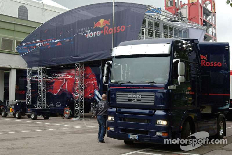 Réglage de Red Bull et garage: mardi