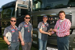 Johnny Herbert, Midland MF1 Racing, Sporting Relations Manager ve Colin Kolles, Midland MF1 Racing,