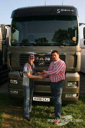 Le directeur général de MAN Truck et Bert van Hasselt et Christijan Albers