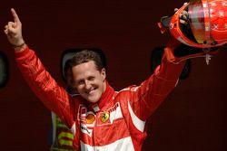 Michael Schumacher fête sa pole position