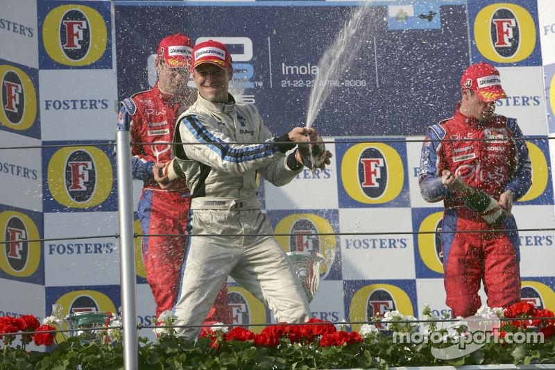 Podium: champagne pour Gianmaria Bruni, Michael Ammermuller et Nicolas Lapierre