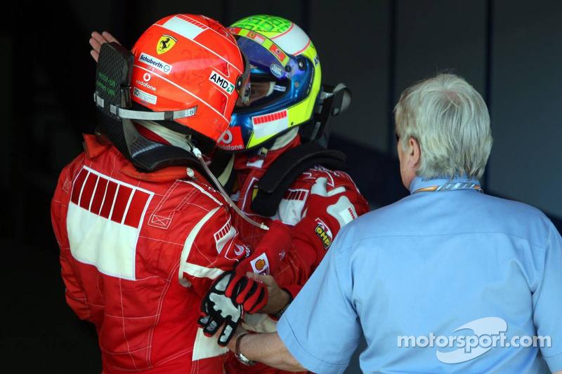 Le vainqueur Michael Schumacher avec Felipe Massa