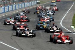 Start: Michael Schumacher, Ferrari, führt