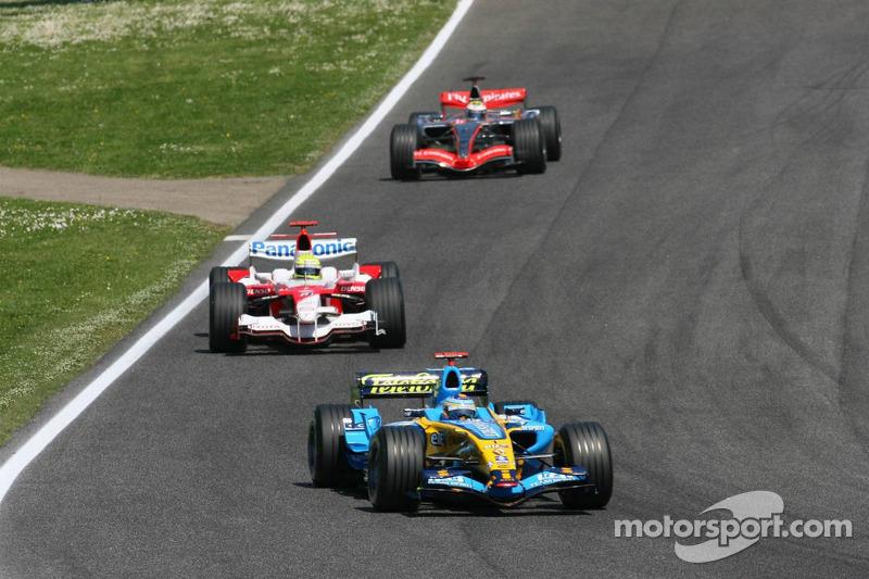 Fernando Alonso devant Ralf Schumacher