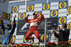 Podio: ganador Michael Schumacher, segundo lugar Fernando Alonso y tercer lugar Juan Pablo Montoya