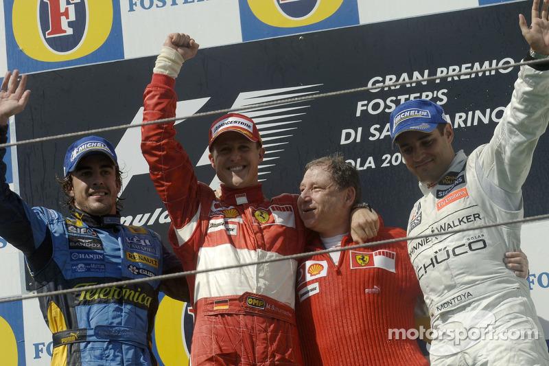 Podium: le vainqueur de la course Michael Schumacher avec Fernando Alonso, Jean Todt et Juan Pablo Montoya