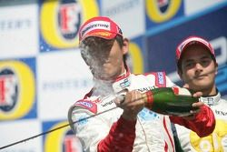 Podium: Hiroki Yoshimoto asperge de champagne