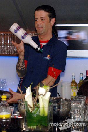 Jeudi refroidi: le barman