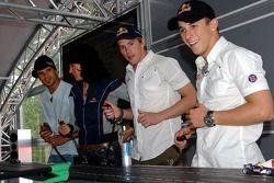 Jeudi refroidi: Vitantonio Liuzzi, Tanja Bauer, Scott Speed et Christian Klien jouent avec des voitures télécommandées