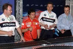 Jeudi refroidi: des ingénieurs de BMW Sauber une Ferrari jouent avec des voitures télécommandées