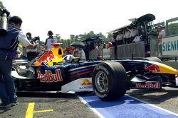 David Coulthard sort du garage