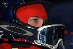Un membre de l'équipe des stands de Scuderia Toro Rosso