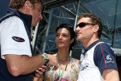L'attaché de presse Thomas Hofmann et David Coulthard avec sa petite amie Karen Minier