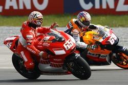 Loris Capirossi, Ducati; Nicky Hayden, Repsol Honda Team