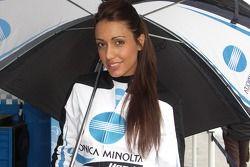 La charmane jeune femme Konica Minolta de Honda