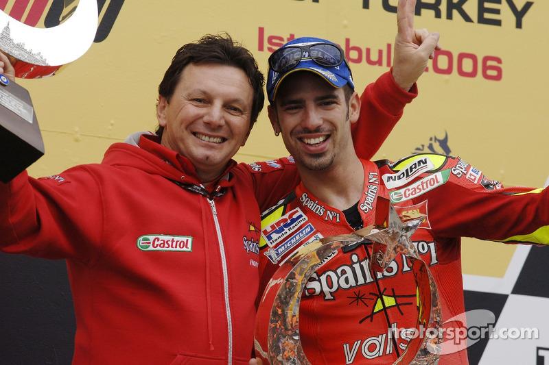 1. Marco Melandri, Honda, mit Fausto Gresini