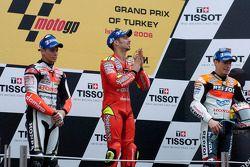 Podium: le vainqueur Marco Melandri avec Casey Stoner et Nicky Hayden
