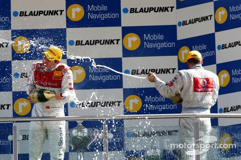Podium: champagne pour Bernd Schneider, Tom Kristensen et Mika Häkkinen