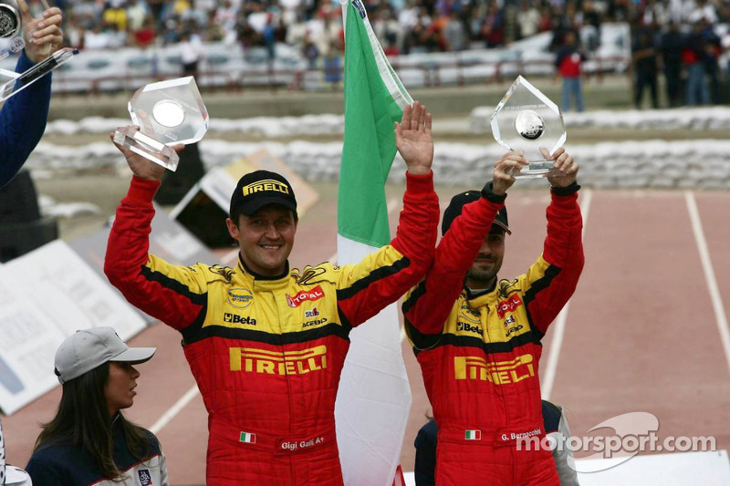 Podium: troisième place pour Gianluigi Galli et Giovanni Bernacchini