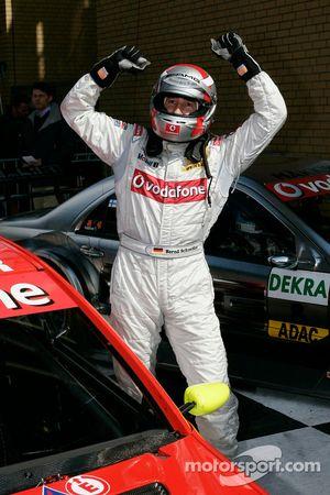 Le vainqueur de la course Bernd Schneider