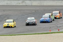Seat Leon Supercopa: Cora Schumacher leads a group of cars