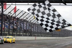 Seat Leon Supercopa: Cora Schumacher at finish line