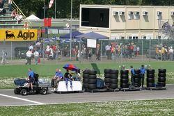 Crew take tires to pitlane