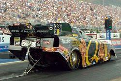 Tony Pedregon use beaucoup son pneu sur la piste