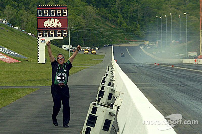Don Schumacher saute de joie
