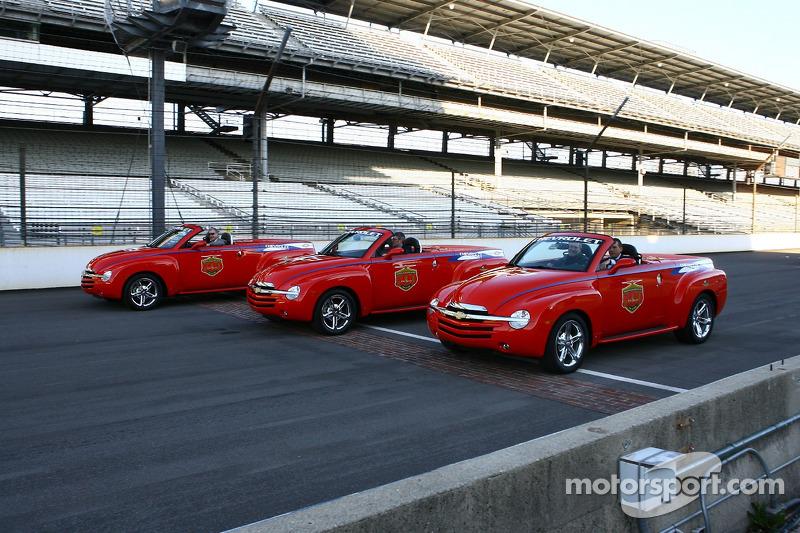 Trois véhicules Chevrolet SSR sur le Yard de Bricks au Indianapolis Motor Speedway