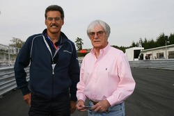 Visit, BMW Sauber F1 team Pitlane Park: Dr. Mario Theissen ve Bernie Ecclestone take a look around y
