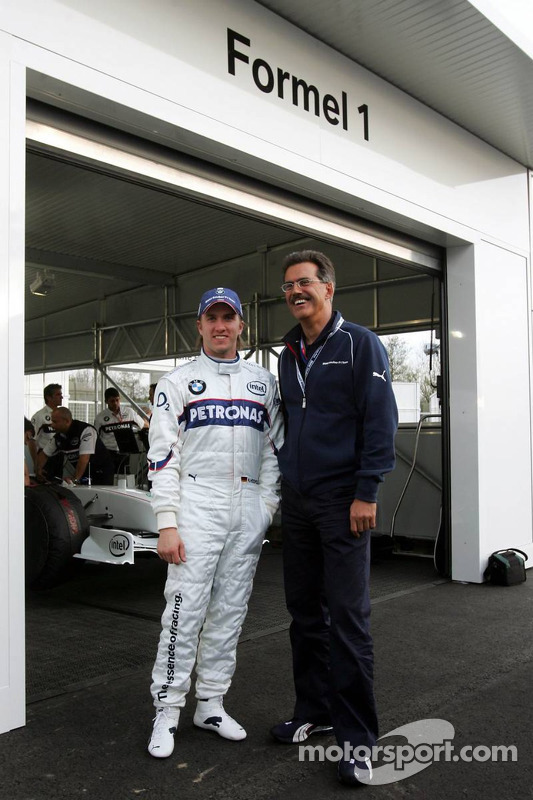 Visite du stand de l'équipe BMW Sauber: Nick Heidfeld et Dr. Mario Theissen