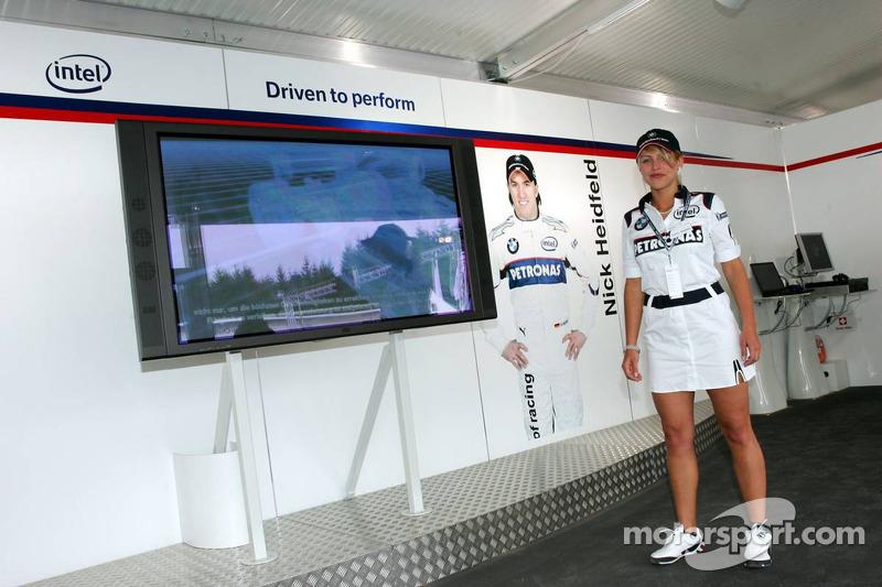 Visite du stand de l'équipe BMW Sauber