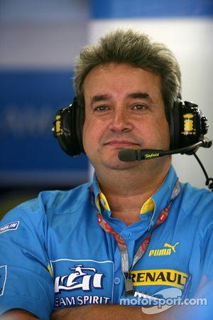 Renault F1 test team manager Carlos Nunes