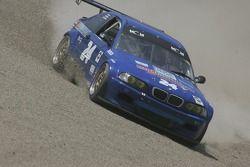 #24 Matt Connolly Motorsports BMW M3 dans les stands au virage 6