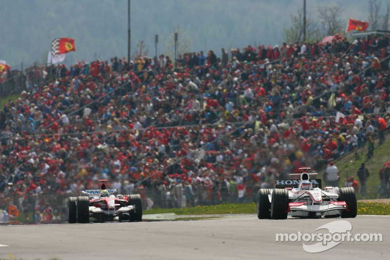 Takuma Sato devant Ralf Schumacher