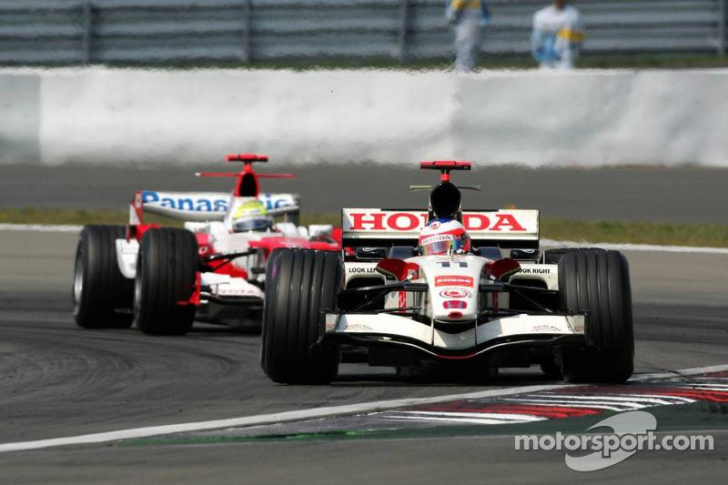 Rubens Barrichello devant Ralf Schumacher