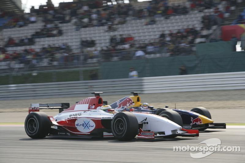 Lewis Hamilton dépasse Nicolas Lapierre