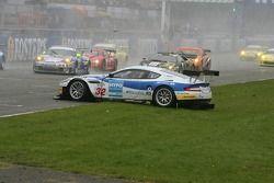 Départ: #32 Race Alliance Aston Martin DBR9: Robert Lechner, Frank Diefenbacher fait un tête-à-queue