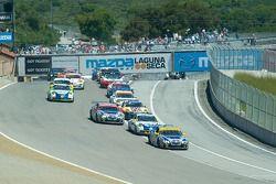 Départ de la course pour les voitures GT