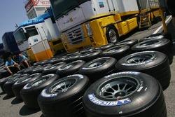 Renault F1 Team prepare Michelin tires