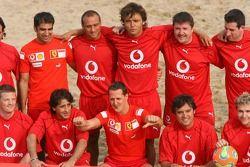 Vodafone Ferrari Beach Soccer Challenge: Michael Schumacher avec son équipe
