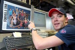 Robert Doornbos au bureau du Red Bulletin