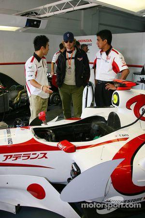 Takuma Sato, l'acteur Owen Wilson pour la promotion du film
