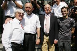 Bernie Ecclestone, Ron Dennis, King of Spain Juan Carlos I and Pedro de la Rosa