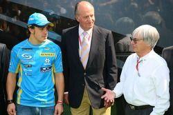 Fernando Alonso, le roi d'Espagne Juan Carlos I et Bernie Ecclestone