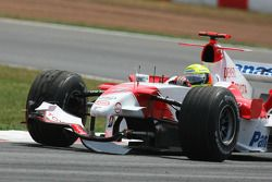 Ralf Schumacher perd son aileron avant après un accident avec son coéquipier Jarno Trulli