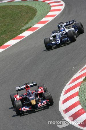 Scott Speed devant Nico Rosberg