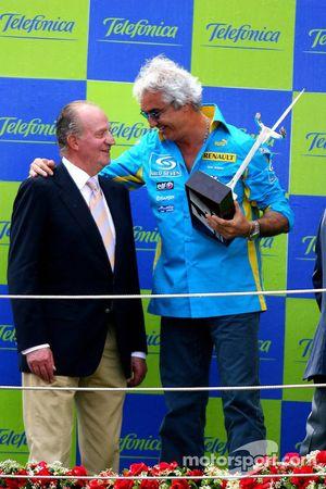 Podium: Flavio Briatore with King of Spain Juan Carlos