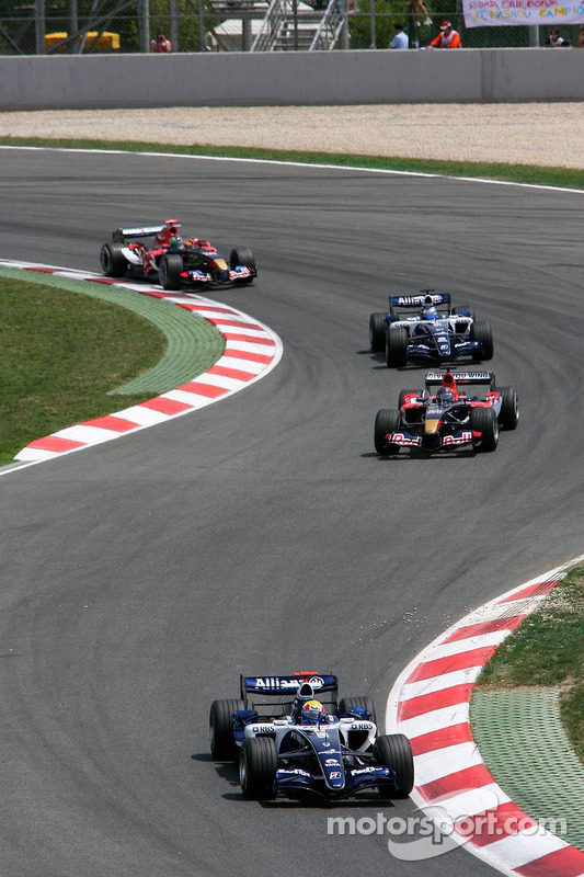 Mark Webber devant Scott Speed
